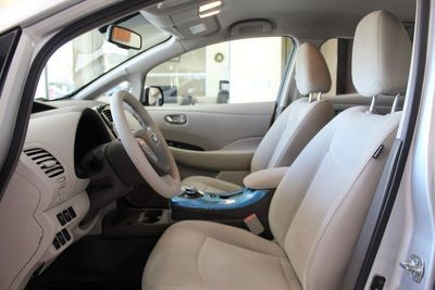 2011 Nissan LEAF SV